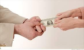couplefighting money (1)